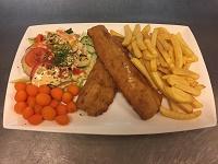 Weekschotel 2 reuze vissticks met friet salade en groentegarnituur