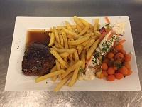 Tex-Mex steak met friet, salade en groentegarnituur